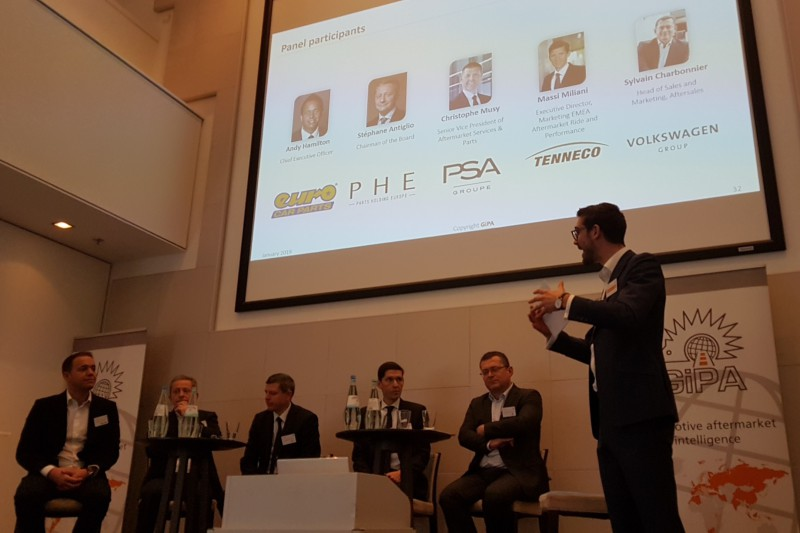 Quentin Le Hetet, country manager de GiPA UK, moderó la mesa redonda con Andy Hamilton (Euro Car Parts), Stéphane Antiglio (Parts Holding Europe), Christophe Musy (PSA Groupe), Massi Miliani (Tenneco), y Sylvain Charbonnier (Volkswagen Group).