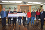 El presidente de Grupo Soledad, Salvador Pérez, y el vicepresidente de Grupo Soledad, Joaquín Pérez, en el momento de la entrega de los donativos a las entidades sociales